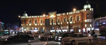 میدان حسن آباد در شب